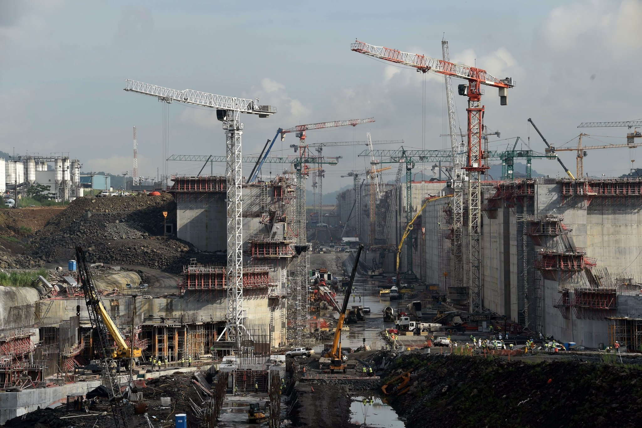 construction of the new Panama Canal locks